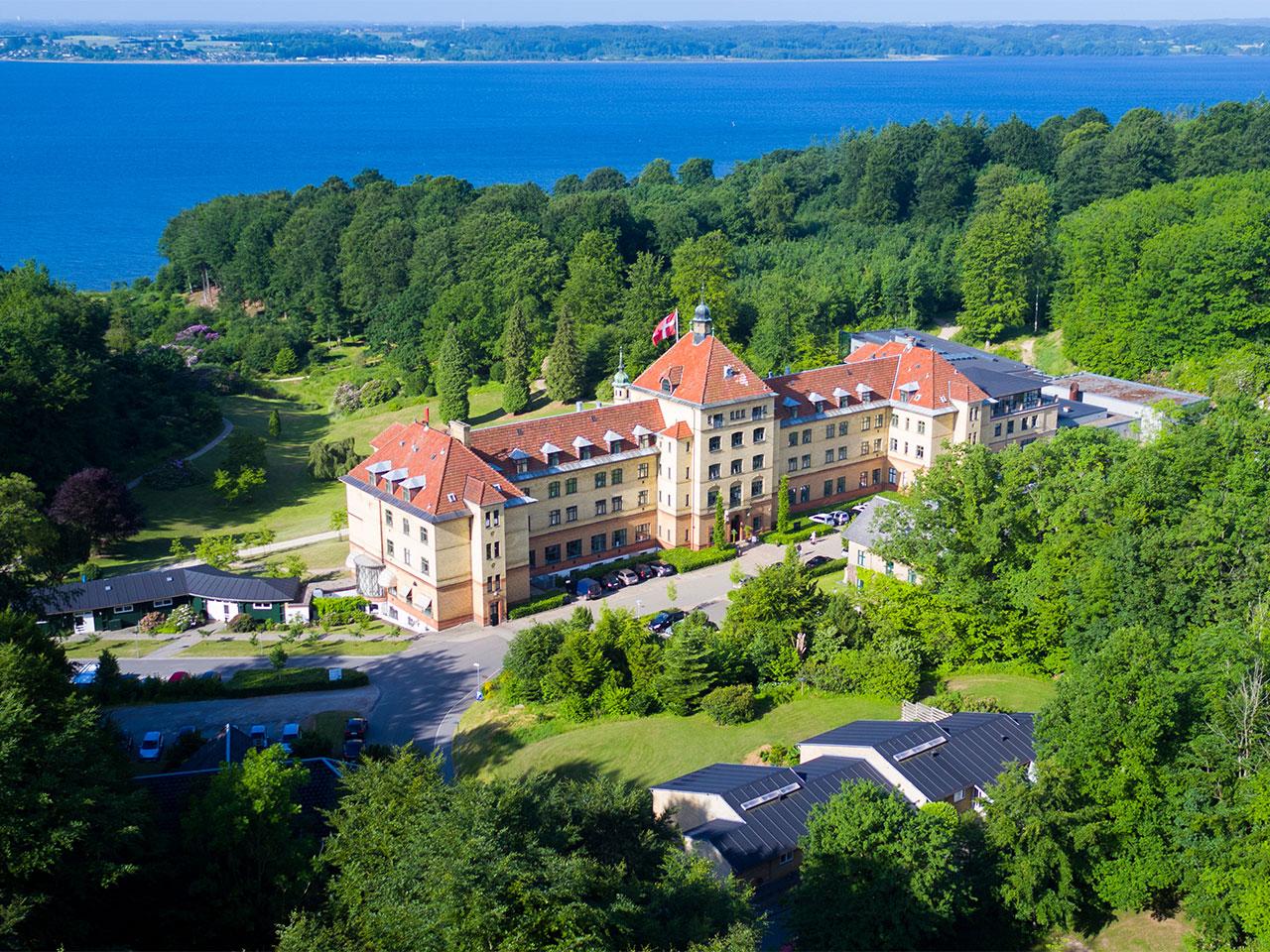 drone-hotel-vejlefjord-mod-fjorden